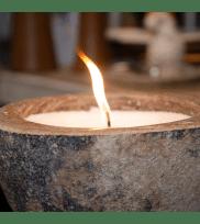 Naturkerze Lumo im Stein-brennend